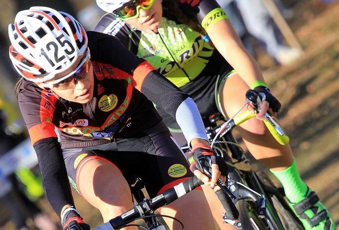 Sylvie Truc impegnata in una gara di ciclocross